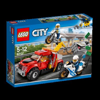 LEGO® City - Bajba került vontató